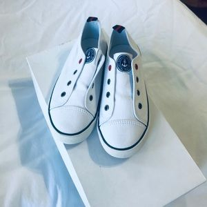 NWT WHITE LACELESS SHOES